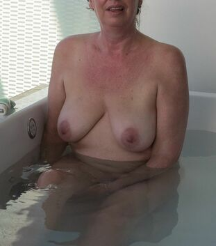 Wife VACANCE,  nudist in the pool