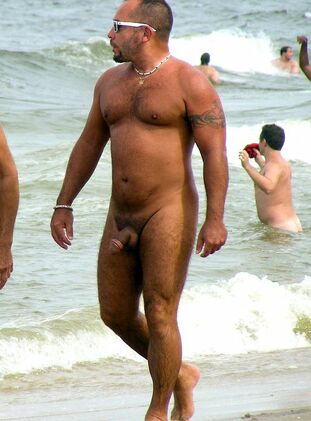 Naked boys pics from nudist beach