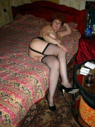 Plump mature housewives naked at home, rate these thick..