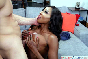Mature ebony doll Diamond Jackson tempts her girlfriend's..
